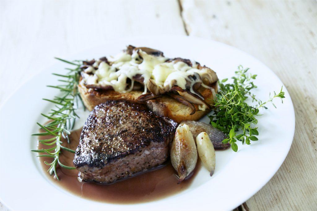 beef with mushroom croute 35342